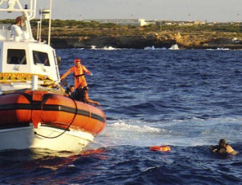 Ecco perché i migranti che si gettano in mare sono portati a Lampedusa
