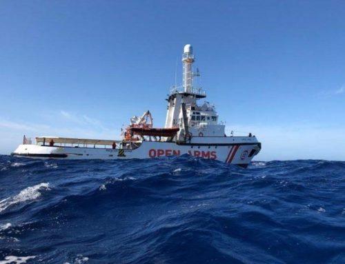 Open Arms fa rotta verso Lampedusa, il Tar sospende il decreto sicurezza