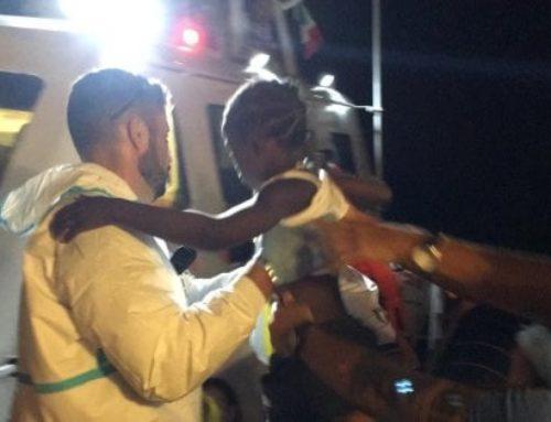 Il «folle» trasbordo dei bimbi dalla Mare Jonio